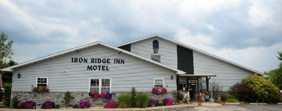 Iron Ridge Inn Motel: Motel grounds