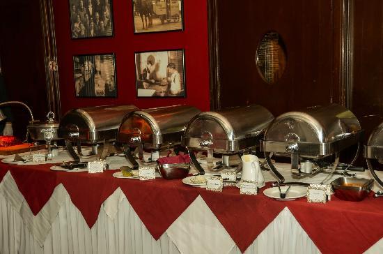 Penn Wells Hotel & Lodge - Mary Wells Dining Room: Sunday Brunch Buffet