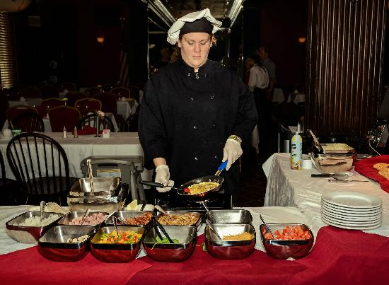 Penn Wells Hotel & Lodge - Mary Wells Dining Room: Omelette Station during Sunday Brunch Buffet