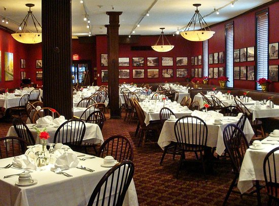 Penn Wells Hotel & Lodge - Mary Wells Dining Room: Mary Wells Dining Room