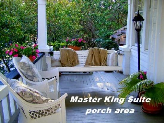 Camellia House Bed and Breakfast: Master King Suite porch area