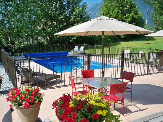 Camille's Haus: Pool, mountain and valley views...private and secluded
