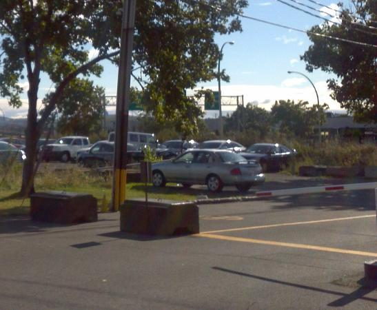 Days Inn & Conference Centre -  Montreal Airport: Security for Parking
