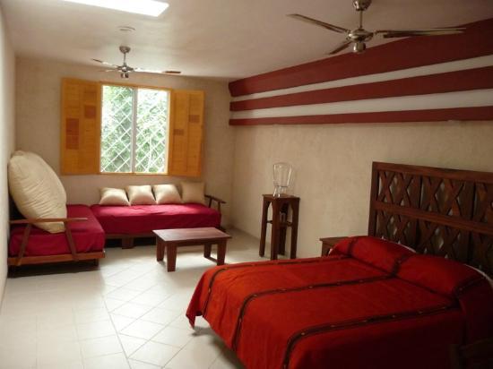 Hotel Sak-Ol K'aax: Inside a standard