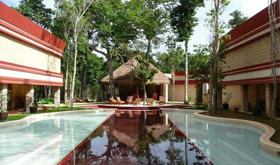 Hotel Sak-Ol K'aax: A view of the K'aax pool and palapa