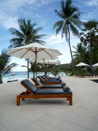 The Surin Phuket: Pool loungers
