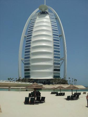 Jumeirah Beach Hotel: View from the executive pool of the Burj
