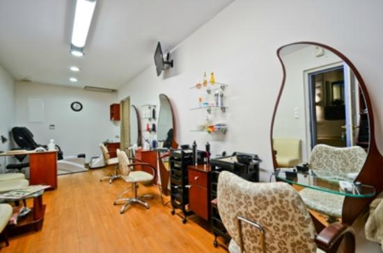 Naxos Island Hotel : Hair cut
