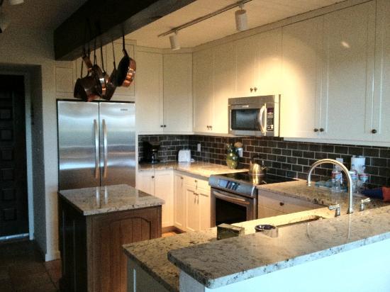 Interlude Condominiums, A Destination Residence : kitchen
