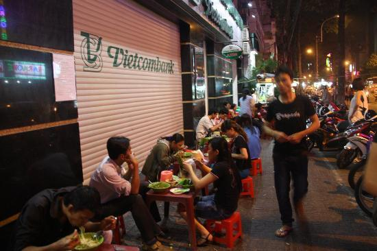 Tur Harian - Back of the Bike Tours: Street side hawker