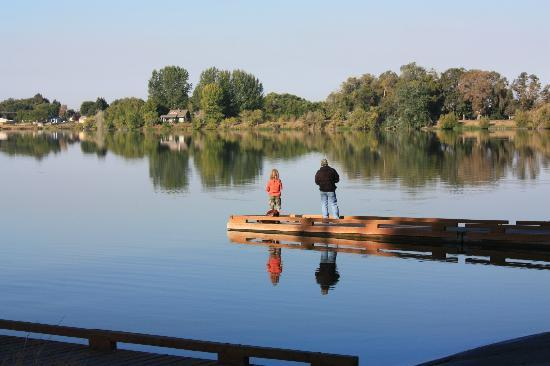 Cascade Campground: Fishing by the boat launch