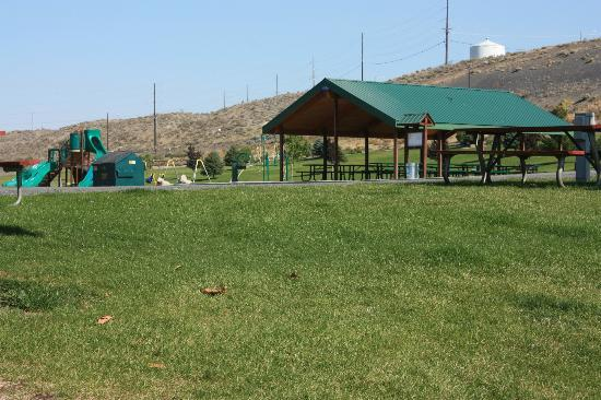 Cascade Campground: Playground for the kids