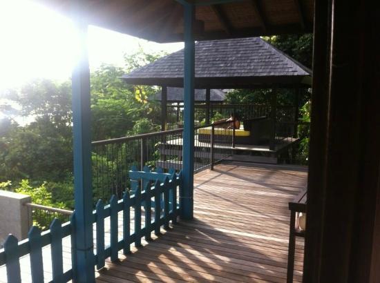 Four Seasons Resort Seychelles: Aussenbereich einer Villa mit Daybed