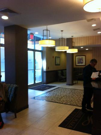 Pointe Plaza Hotel: Reception Area