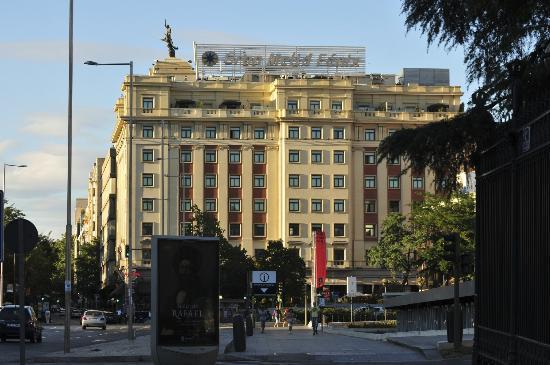 Gran Melia Fenix: View from the street