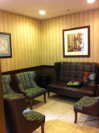 Pointe Plaza Hotel: Reception Seating Area