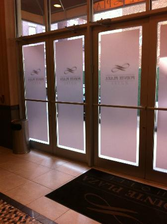 Pointe Plaza Hotel: Hotel Fire Doors *reception*