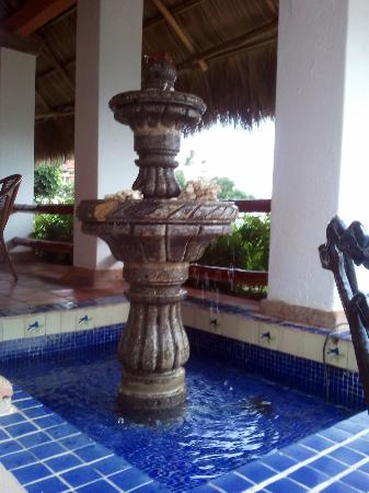 Casa de los Arcos: Fountain on the balcony