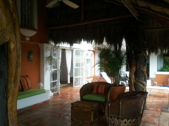 Casa de los Arcos: Another view of the outdoor living area