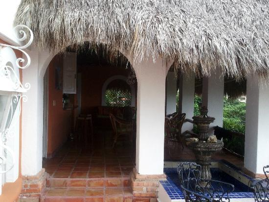Casa de los Arcos: Looking towards the dining/kitchen area