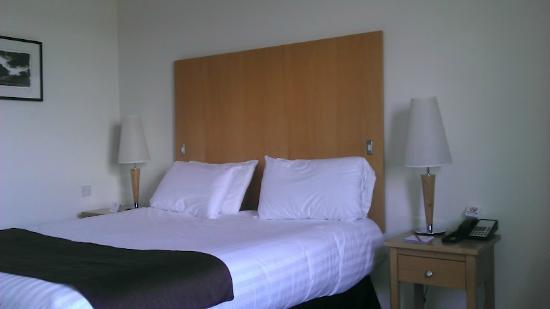 Maldron Hotel Belfast International Airport: Bed