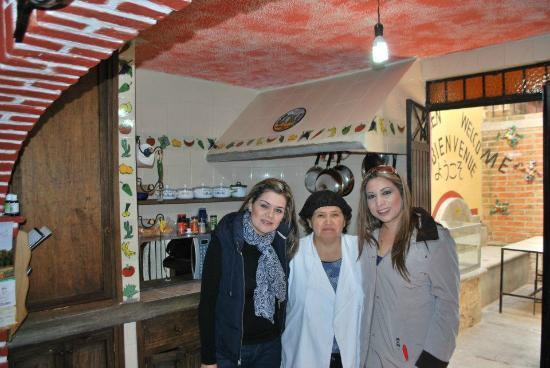 Casa de Dante Hostel: AQUI CON NUESTRA ANFITRIONA Y CHEF