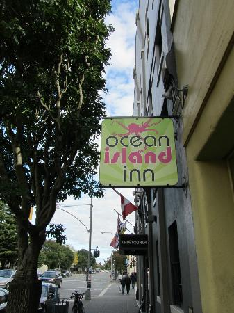 Ocean Island Inn / Backpackers / Suites: Street view