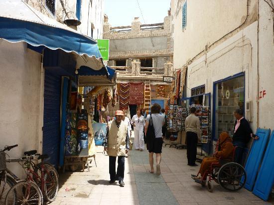 Hotel Blue Kaouki: Straatje in de medina van Essaouri