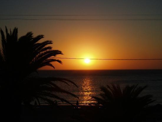 Mediterranean Hotel: alba dal balcone