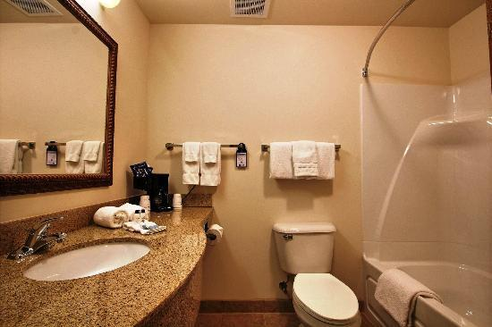 BEST WESTERN Legacy Inn & Suites Beloit-South Beloit: Upgraded Bathrooms with Granite Countertops