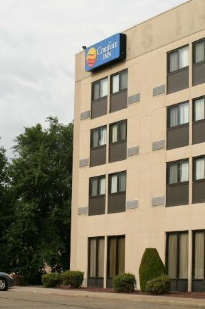 Comfort Inn: View of the back of the Hotel
