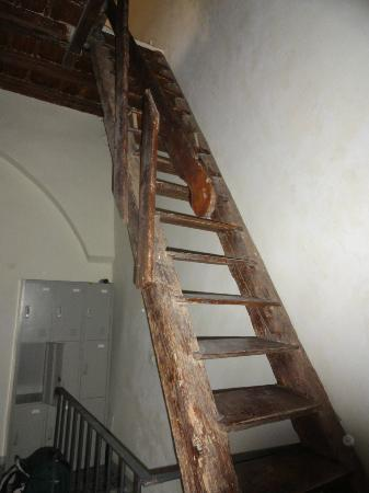 Bari Backpackers - Santa Claus Hostel: Staircase from hell