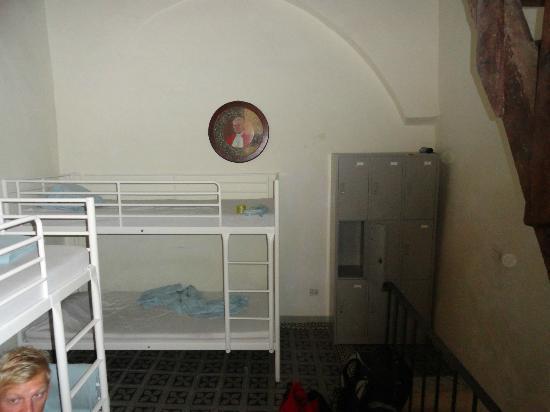 Bari Backpackers - Santa Claus Hostel: Bunk beds
