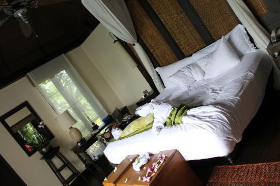 อนันตรา ภูเก็ต รีสอร์ท แอนด์ สปา: bed