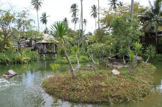 Anantara Mai Khao Phuket Villas: grounds