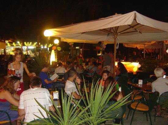 Bahia Cafe : Dehors Bahia Café