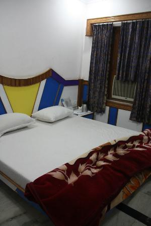 Ajay Guest House: Bed