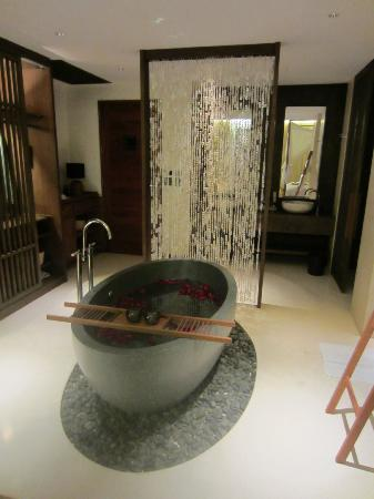 Hansar Samui Resort: Tub
