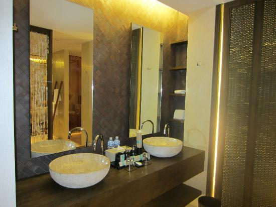 Hansar Samui Resort: Bathroom