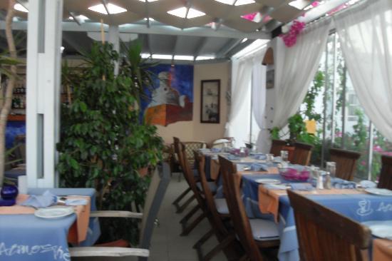 Atmosphere Lounge Restaurant: Upstairs in Atmosphere - overlooking the beach