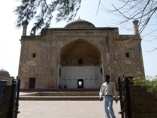 Chini Ka Rauza Mausoleum