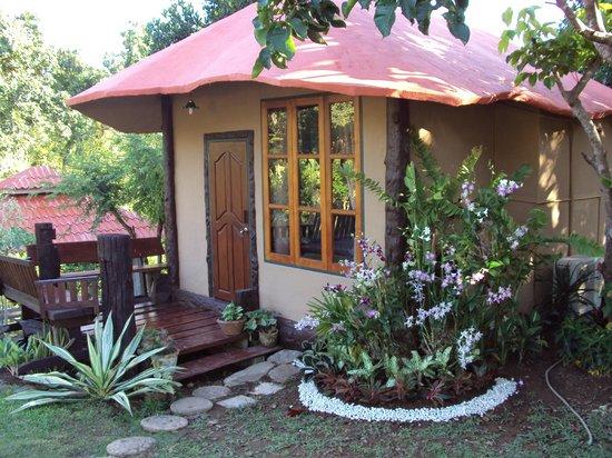 Baan Phuthadol : บ้านดิน(บ้านภูธดล)