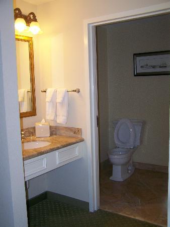 Harborside Hotel & Marina: Chambre de bain en marbre