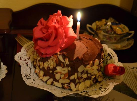 Misty Valley Inn B&B: The surprise Birthday Cake