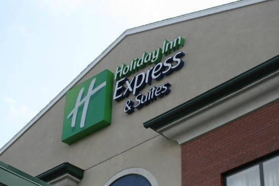 Holiday Inn Express Hotel & Suites Dubois : Front of the hotel
