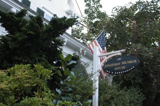 Jonathan Munroe House: Arrival
