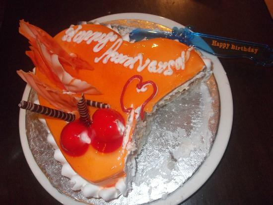 juSTa On Necklace Road, Hyderabad: our anniversary cake-courtesy of justa