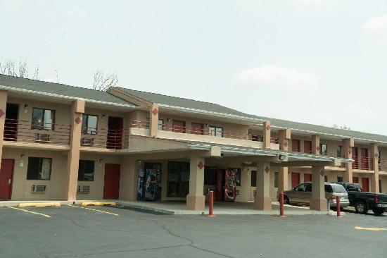 Clover Motel: getlstd_property_photo