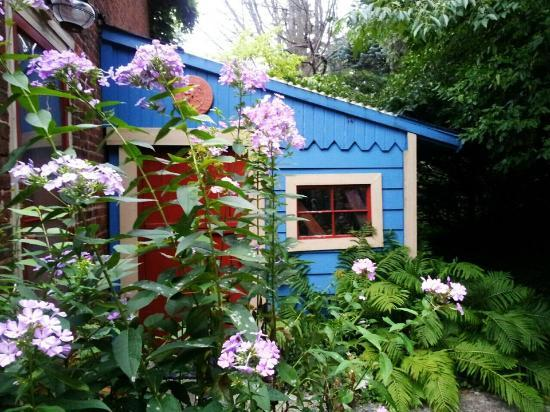 The Chaney Manor Bed and Breakfast Inn: The Chaney Manor B & B West Greenhouse