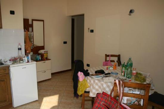 Villa Milli: Dining room with kitchen